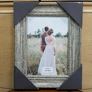 Picture frame with distressed look, 5x7, NWOT